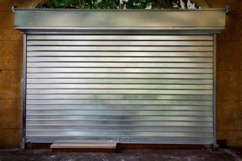 rideau de fer pour commerce les mod 232 les de rideaux m 233 talliques mesd 233 panneurs fr