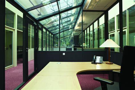 bureau vitre comment réhabiliter un ancien entrepôt en bureaux