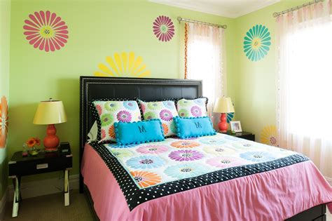 Teenage Girl Bedroom With Modern Decor Also Yellow Wall