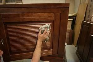 vernir bois appliquer un vernis au tampon pratiquefr With nettoyer un meuble vernis au tampon