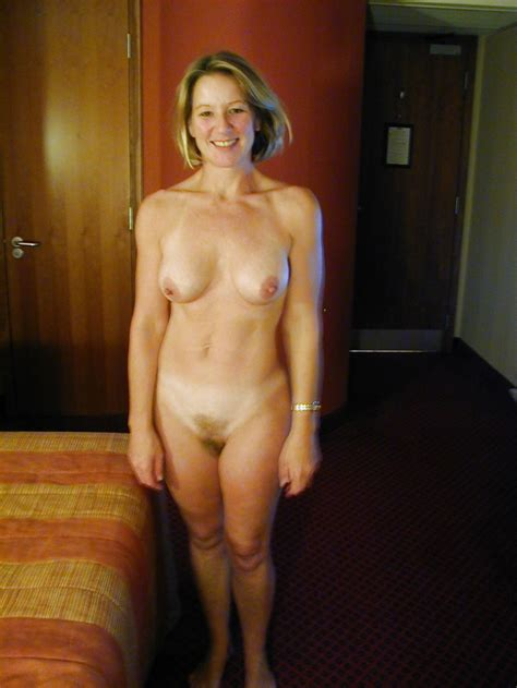 Atmmsnde Jpg In Gallery Attractive Moms Nude Picture Uploaded By Ipopper On