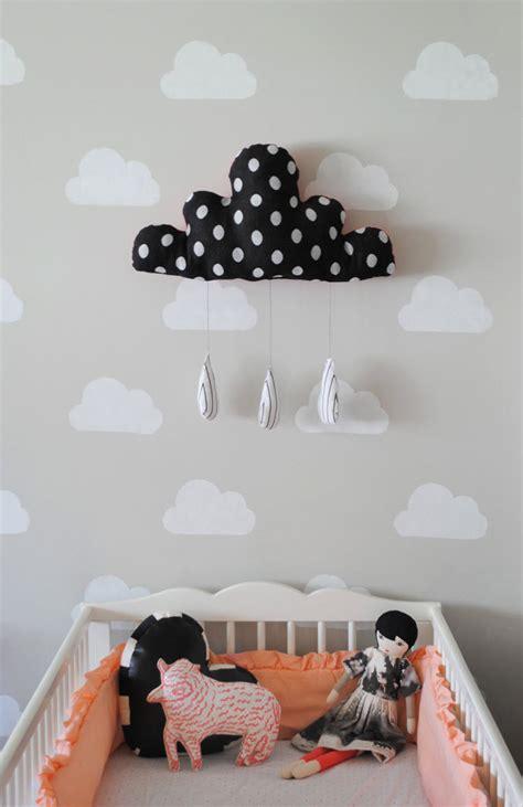 deco mur chambre bebe pochoir nuage pour déco murale