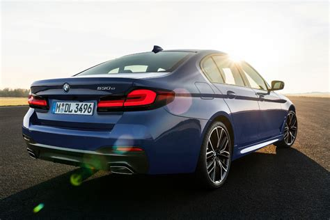 Detailed specs and features for the 2021 bmw 5 series including dimensions, horsepower, engine, capacity, fuel economy, transmission, engine type, cylinders, drivetrain and more. 2021 BMW 5 Series: Free Ultimate Reference Guide to This ...