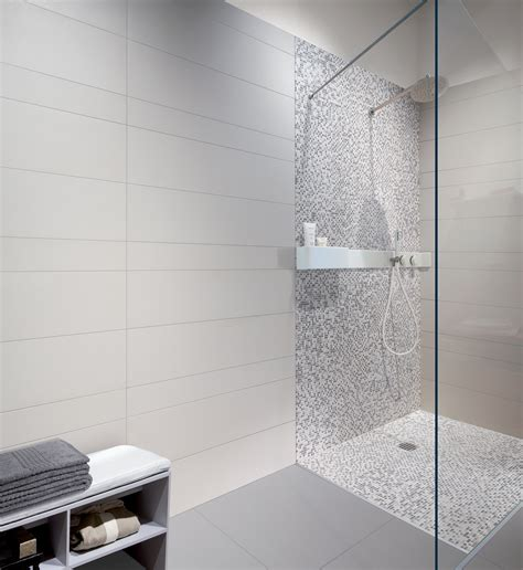 carrelage gris couleur mur 11 indogate salle de bain mosaique blanche evtod