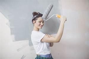 Wand Grau Streichen : wand grau streichen so w hlen sie den richtigen farbton ~ Frokenaadalensverden.com Haus und Dekorationen