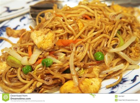 what is chicken chow mein plate of chicken chow mein royalty free stock photography image 1941897