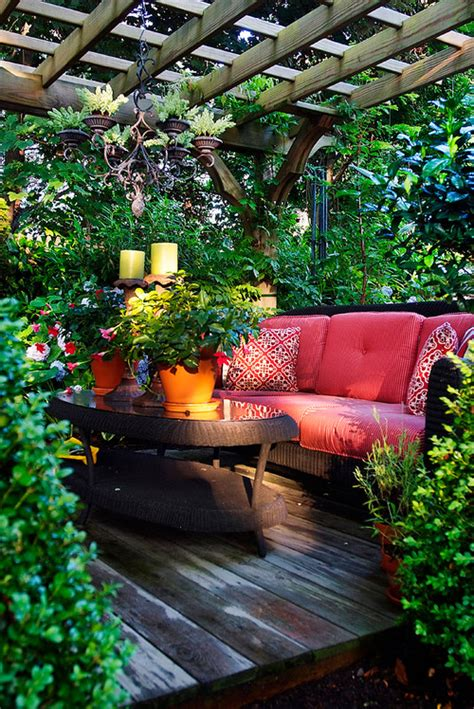 12 beautiful home gardens that totally outshine our window