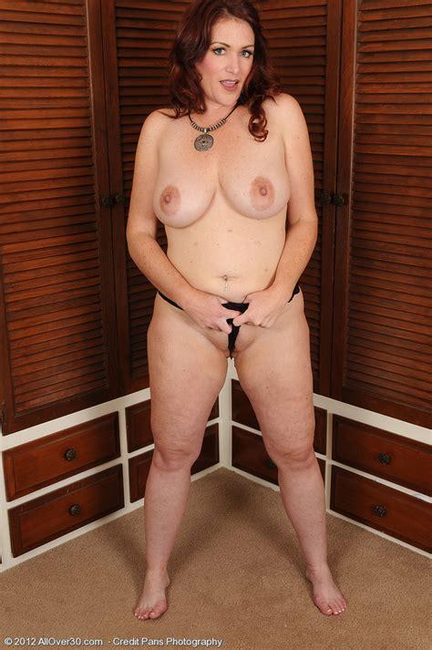 redhead mommy ryan display her racks busty vixen