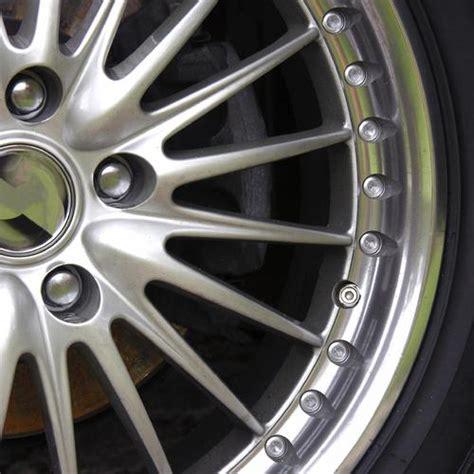 astuce pour nettoyer les sieges de voiture astuces pour un véhicule comme neuf ooreka