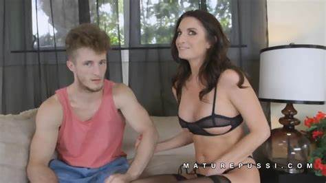 Silvia Saige Fills Her Mouth With His Nasty Penis And Balls