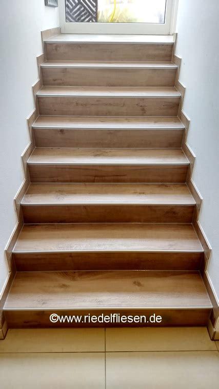 Fliesen Holzoptik Treppe by Treppe Mit Gro 223 Formatigen Fliesen In Holzoptik Riedel