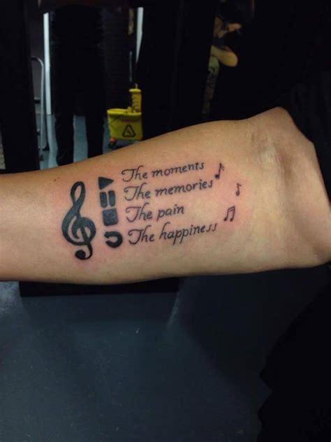 rose finger tattoos  ideen kleine tattoos