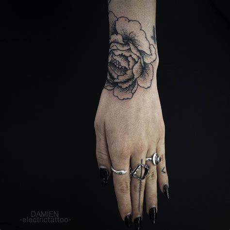 idees de tatouage homme ou femme sur le poignet projet