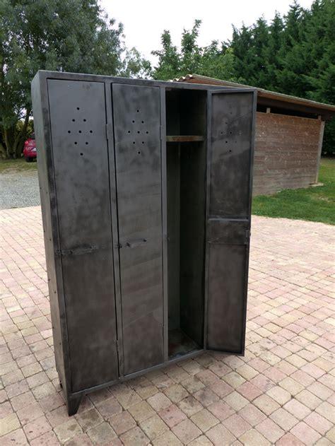 meuble vestiaire metal meuble tv bois mtal sur mesure meuble industriel with meuble