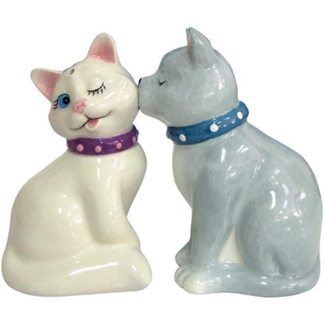salt ls and cats cat salt and pepper shakers