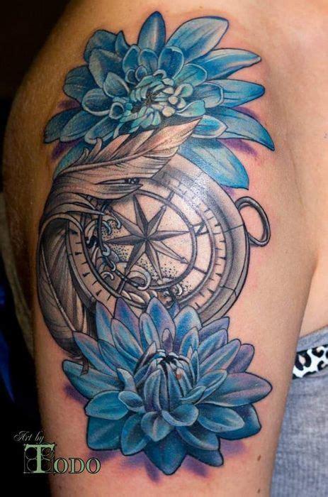 tatouage bras  epaule femme boussole compas marine avec