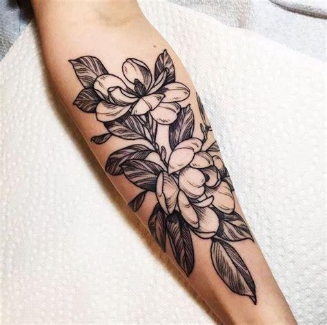 Tattoo Blumen, Schwarz Graue Tätowierung Am Unterarm