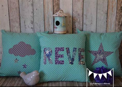 deco chambre bebe fille violet 3 housses coussins turquoise violet blanc bleu étoiles