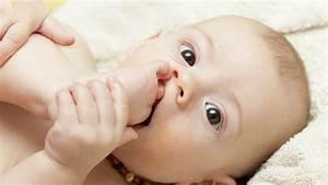 Photo De Bébé Fille : b b 12 mois progr s d veloppement des enfants de 1 an ~ Melissatoandfro.com Idées de Décoration