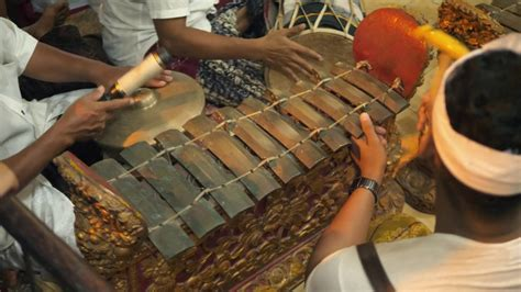 Alat musik gesek menghasilkan suara ketika dawai digesek. 5 Alat Musik Tradisional Unik Yang Berasal dari Indonesia | Good News from Indonesia