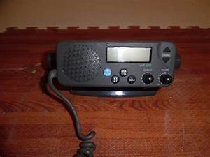 Apelco 5200 Vhf Radio W   Bracket And Knobs Great Condition