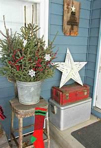 Weihnachtsdeko Aussen Dekoration : vintage weihnachtsdeko aus nat rlichen materialien vor der haust r garten pinterest ~ Frokenaadalensverden.com Haus und Dekorationen