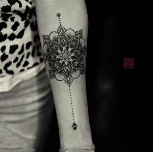 Mandala Tattoo Unterarm : 40 intricate mandala tattoo designs forearm tattoos tattoo designs and mandala ~ Frokenaadalensverden.com Haus und Dekorationen