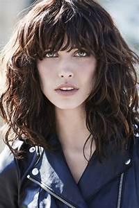 Frange Cheveux Long : coupe de cheveux femme long boucle avec frange ~ Melissatoandfro.com Idées de Décoration