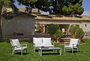 Salon De Jardin Blanc : salon de jardin aluminium monterrey 4 places avec coussins blanc meubles de jardin ~ Teatrodelosmanantiales.com Idées de Décoration