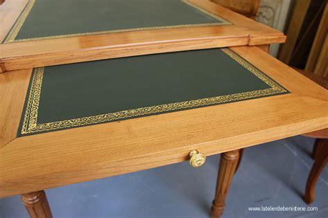 bureau rehausse le bois et le cuir