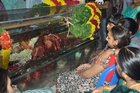 actress kanaka funeral photo actress manjula vijay kumar death ceremony photos movie