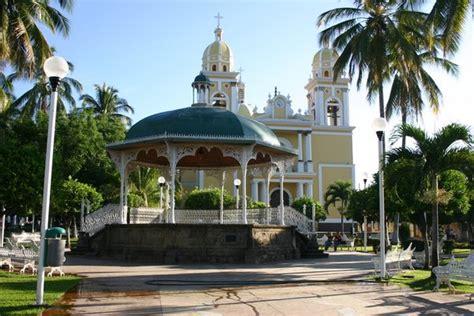 colima mexico  pretty square  church  villa de