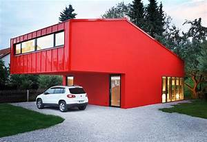 Tiny House München : modern red house looks trendy on a small budget ~ Markanthonyermac.com Haus und Dekorationen