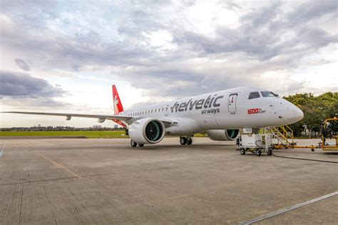 Embraer (EMBR3) entrega o avião E-Jet construído de número ...