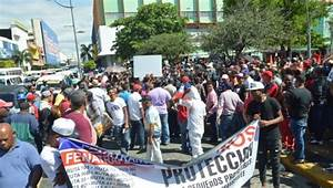 Dominican Republic workers mark Labor Day with wage protest