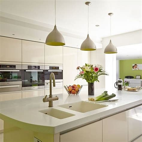 white kitchen pendant lighting m 225 s de 60 fotos de cocinas decoradas con encanto 1395
