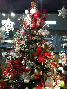 How To Properly Decorate A Christmas Tree by 29 Inspirational Christmas Tree Decorating Ideas 2017