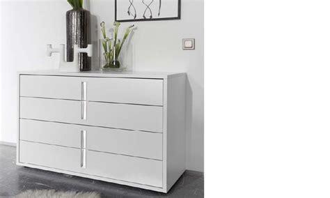 chambre adulte moderne commode design blanche et chromé chambre adulte