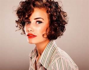 Coupe Carré Frisé : coiffure femme cheveux courts boucl s ~ Melissatoandfro.com Idées de Décoration