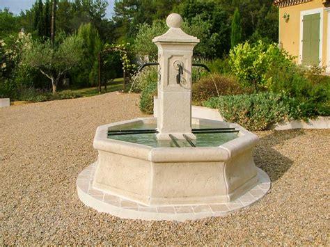 fontaine de jardin en reconstituee fontaine centrale reconstituee jardin vincennes provence gravier jpg roc de