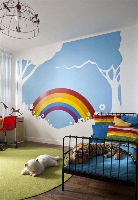 fresque chambre bébé les 25 meilleures idées concernant d 39 arc en ciel sur
