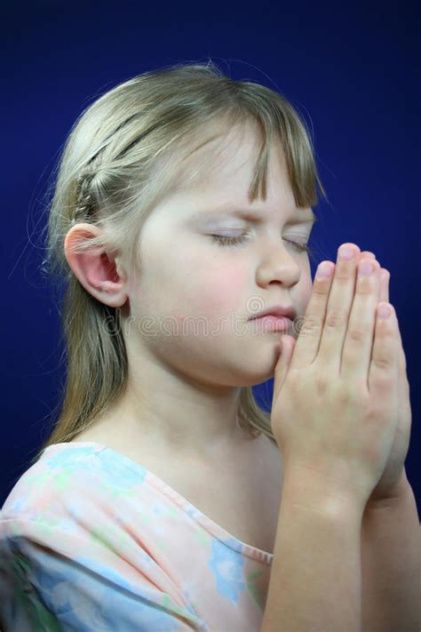 preghiera della candela di preghiera bambino immagine stock immagine