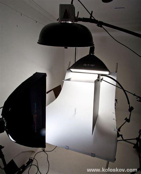 white  shooting table product photography lighting setup