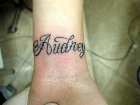 Se Faire Tatouer Un Prénom  Un Geste D'amour Tattoosfr