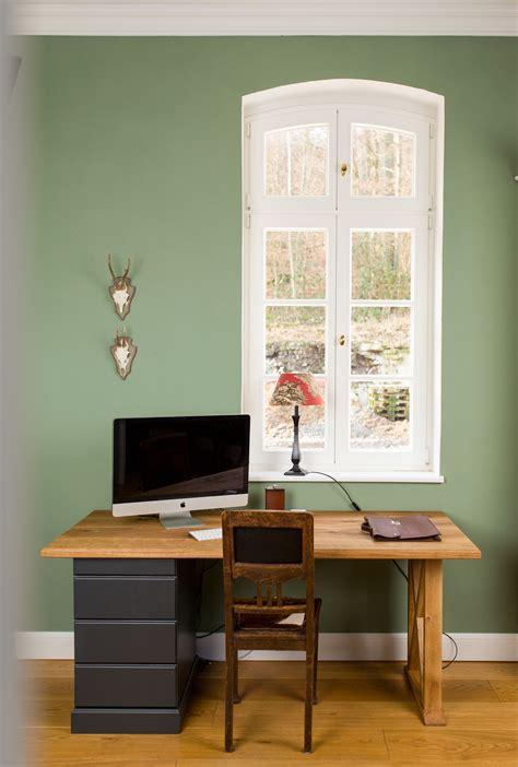 Wandfarbe Grau Grün by Arbeitszimmer In Einem Warmen Gr 252 N Grau Ton 180 Ginkgo 180 Da