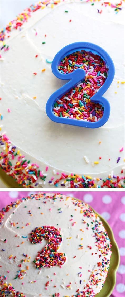 cookie cutter sprinklers  decorate  cake