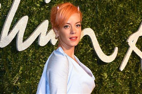 Lily Allen Is Having Therapy
