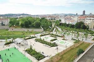 Le Pamphlet Aires de jeu au parc Blandan à Lyon, France