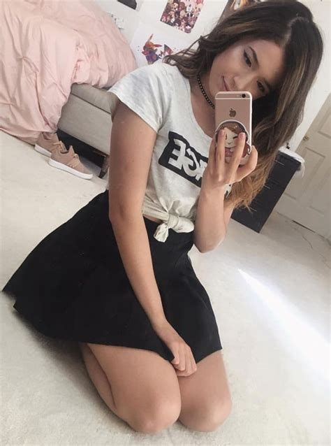 Pin By Mad On Pokimane Cute Girl Pic Hot Youtubers Thicc