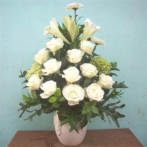 karangan bunga papan ucapan selamat ulang tahun rangkaian bunga krisan jual rangkaian bunga meja